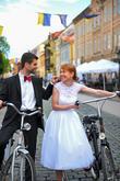 Krátke svadobné šatičky s krajkovými detailami