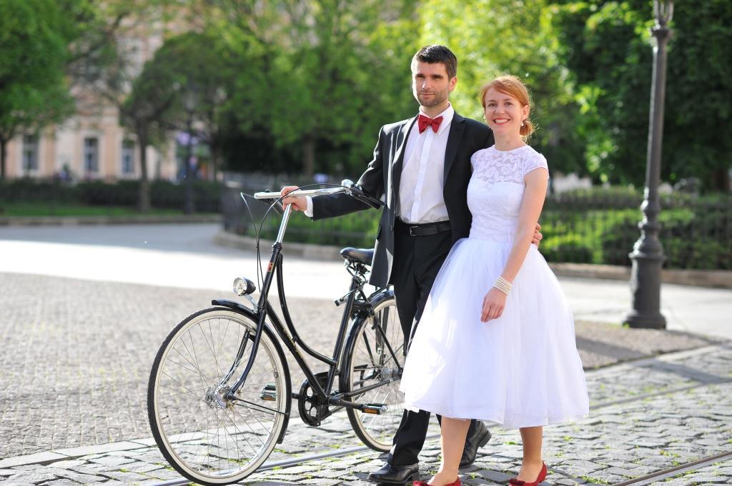 peter_a_lucia - Krátke svadobné šatičky s krajkovými detailami