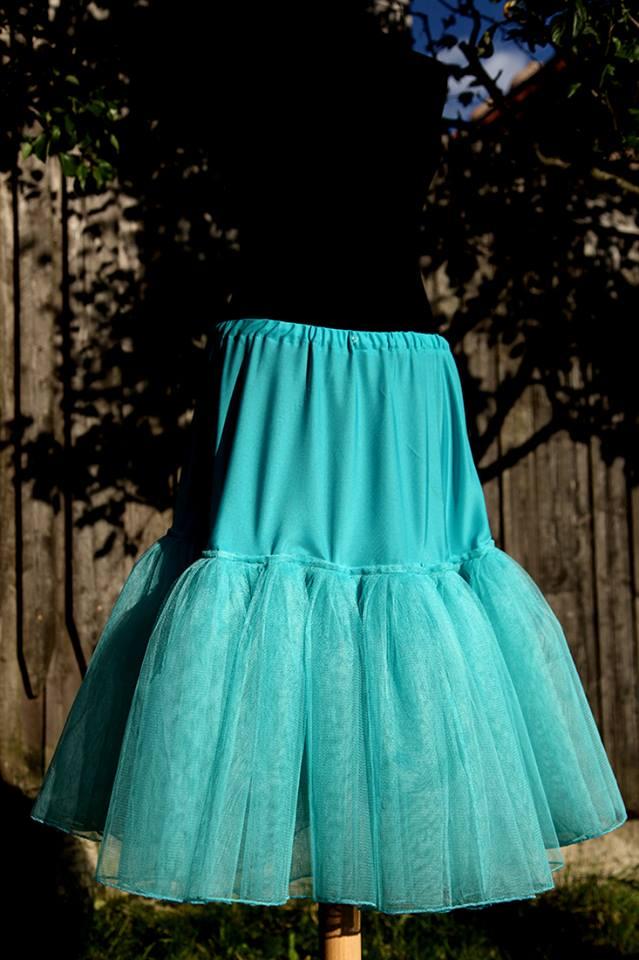 peter_a_lucia - Tyrkysová spodnica na mieru pod krátke svadobné šaty