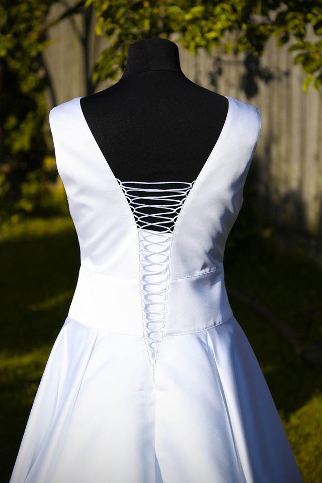 peter_a_lucia - Krátke svadobné šaty na šnurovačku