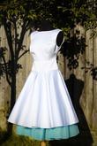 Krátke svadobné šaty s tyrkysovou spodnicou