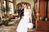 Krátke svadobné šatky s bodkovaným tylom