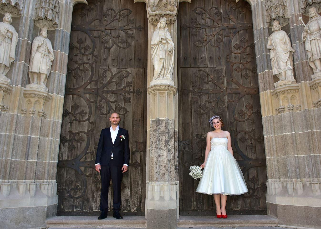 peter_a_lucia - Krátke svadobné šaty s kúskom 50 ročnej čipky od babičky