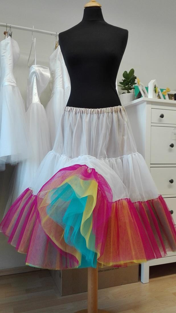 peter_a_lucia - Dúhová spodnica pod krátke svadobné šaty