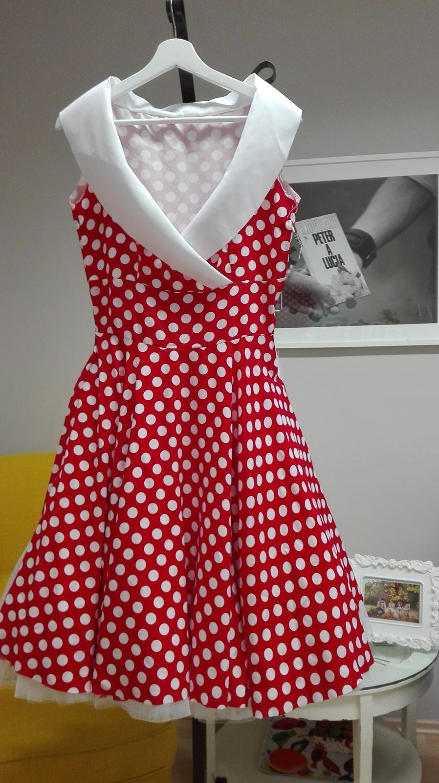peter_a_lucia - Krátke bodkované retro šaty s červenou farebnou spodnicou