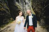 Krátke svadobné šaty s bodkovaným tylom