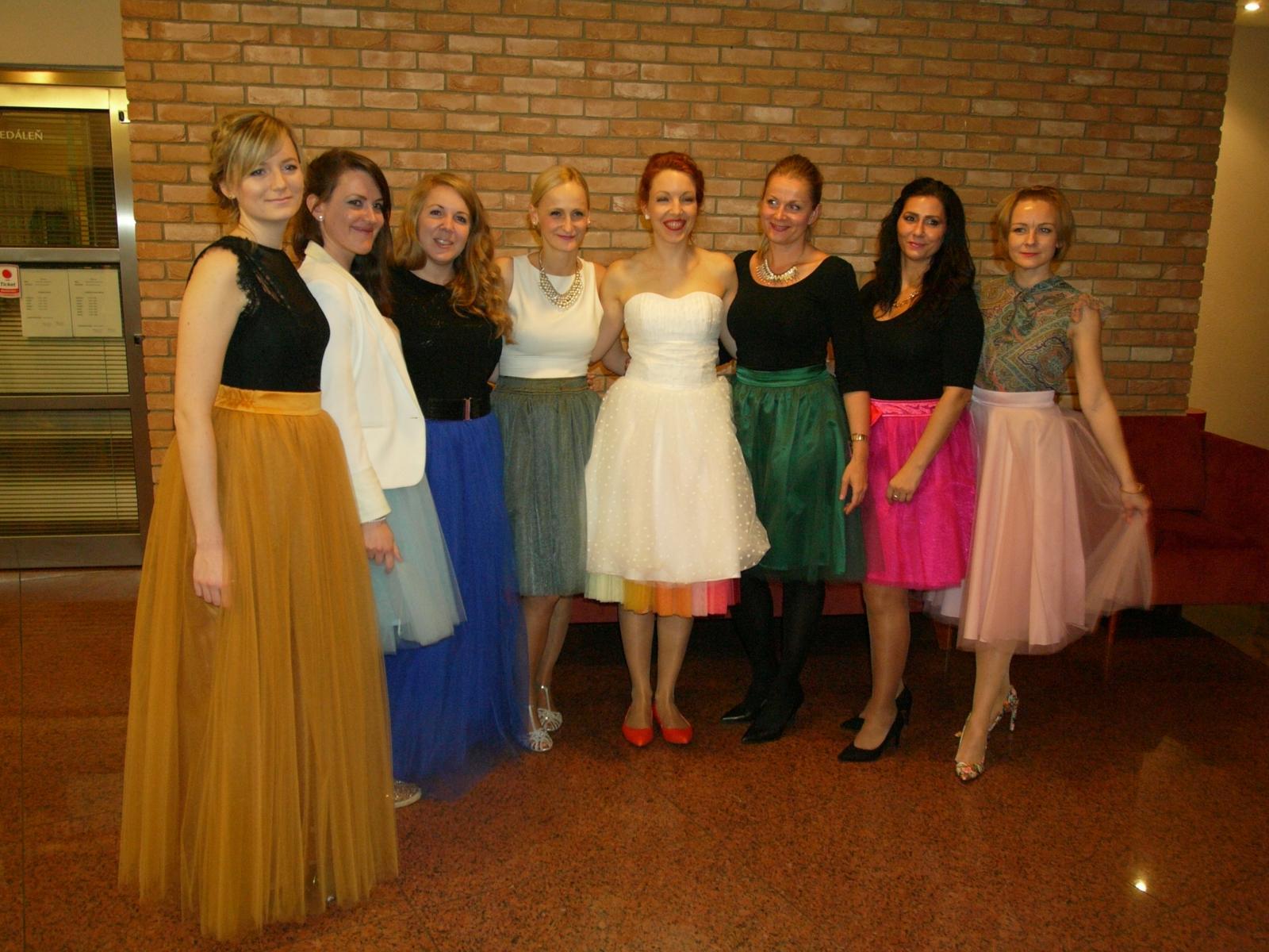 peter_a_lucia - Krátke svadobné šaty s 14-farebnou spodnicou, tylové Lo-OK sukne pre družičky