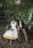 Krátke svadobné šaty s farebnou spodnicou