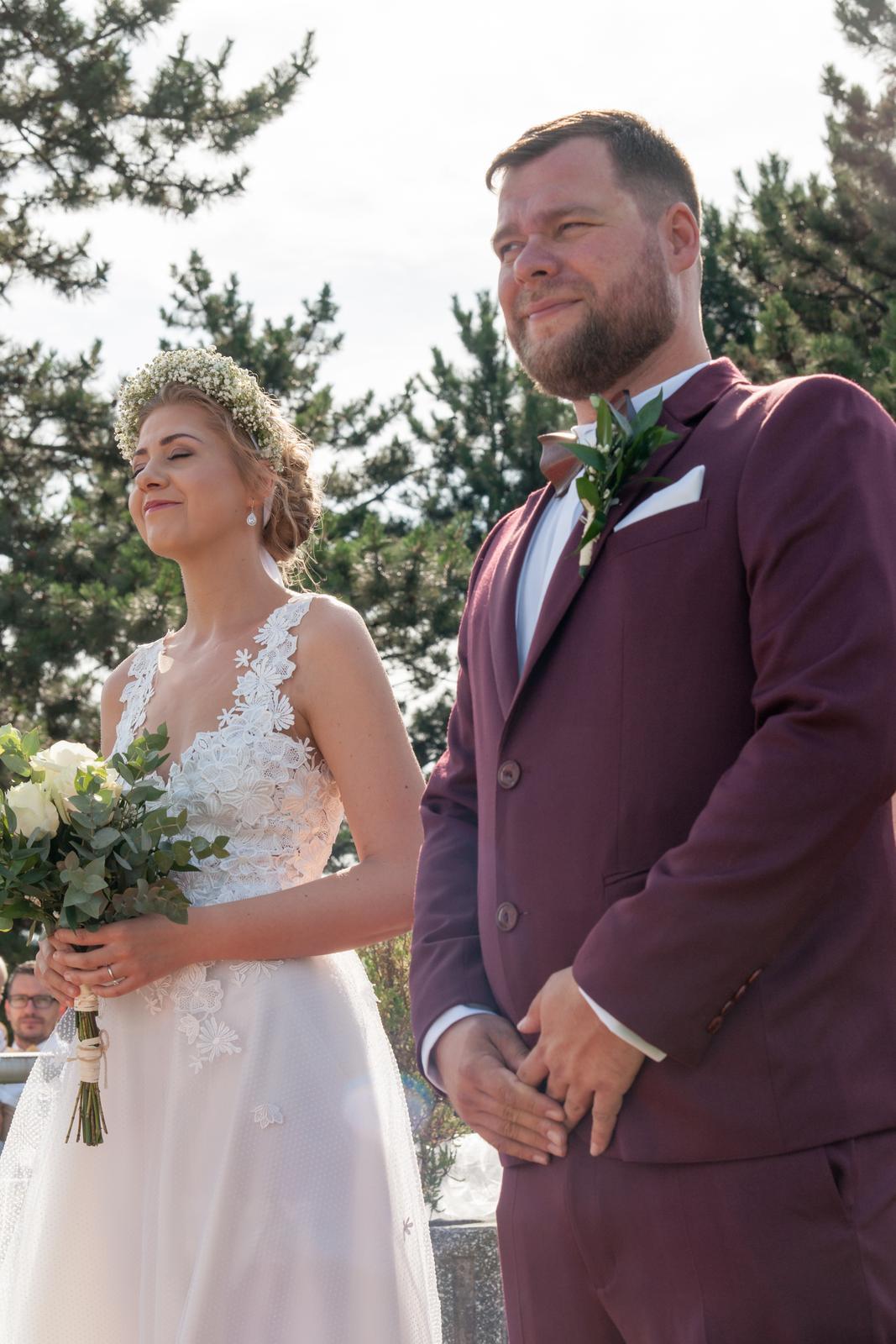 Kreatívny ženích značky Peter & Lucia - Dušan a jeho bordový oblek 👌