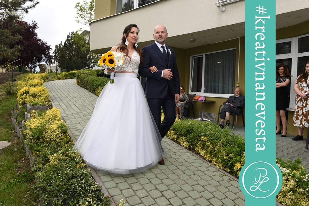 Naša kreatívna nevesta Lenka a jej dvojdielne svadobné šaty ❤ - Obrázok č. 1