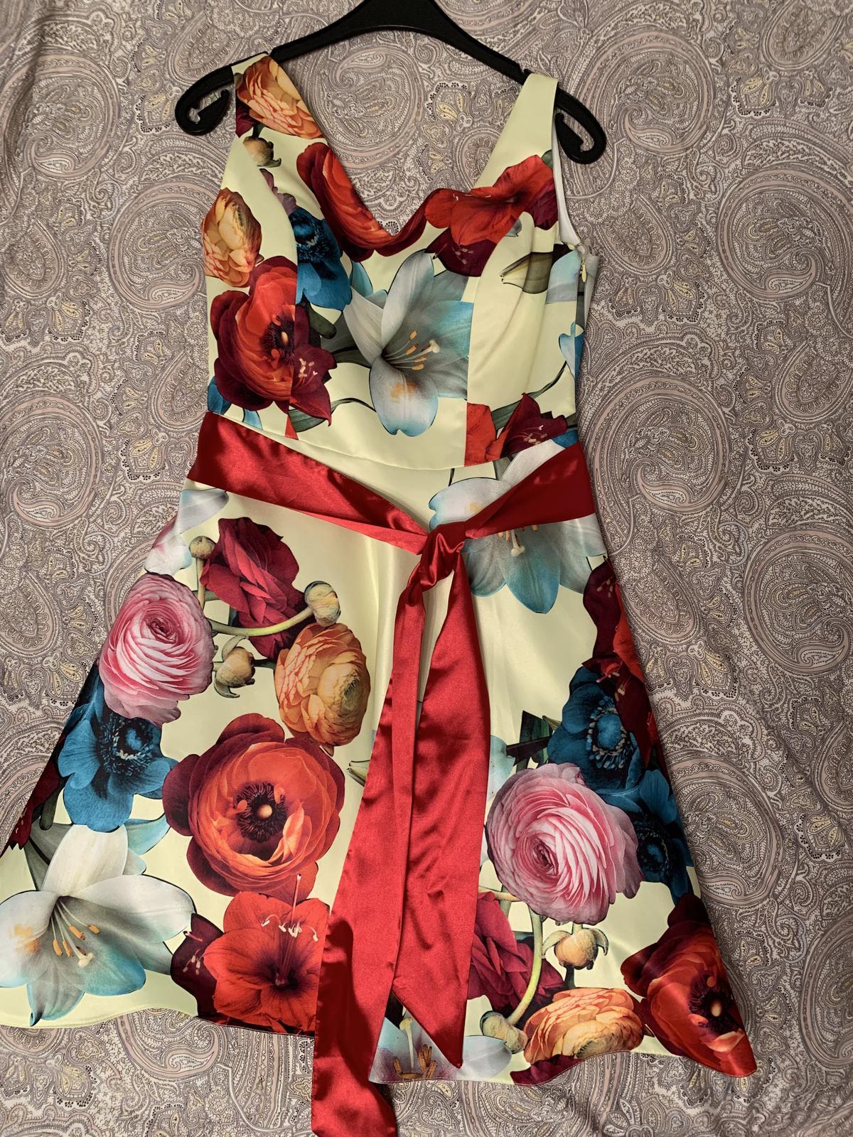 Prodám nové nádherné šaty s visačkou - Obrázek č. 1
