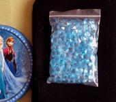 Modré diamanty na ozdobu stolu.,