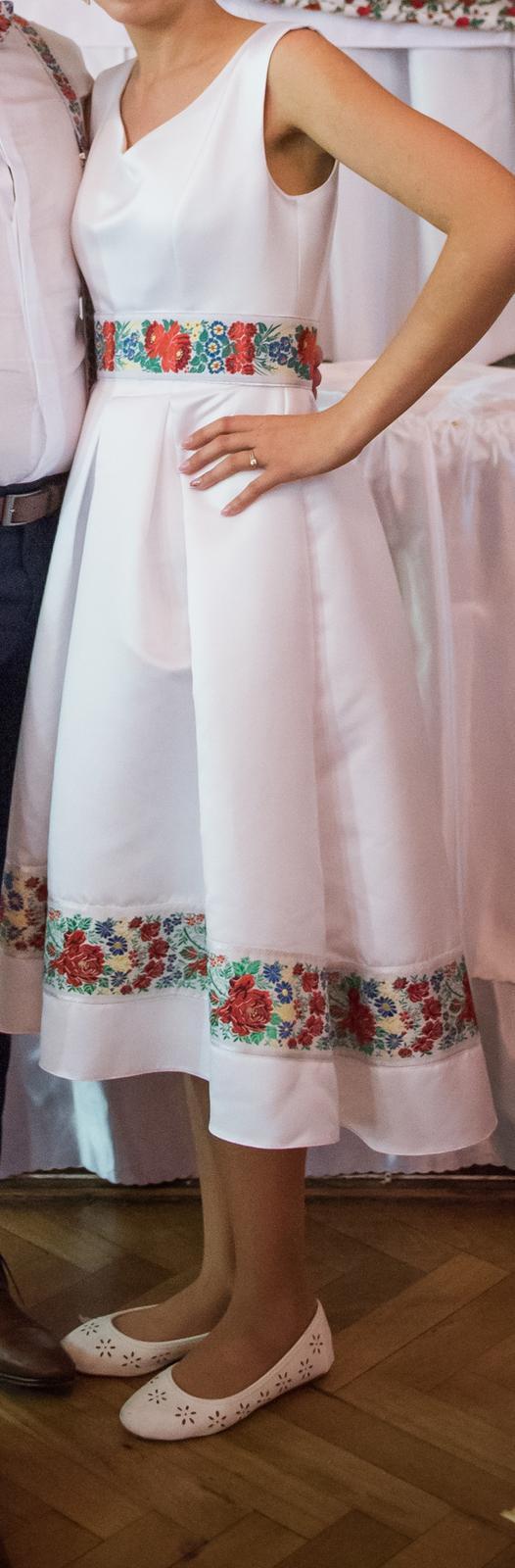 Svadobné alebo popolnočné jedinečné folklór šaty  - Obrázok č. 1