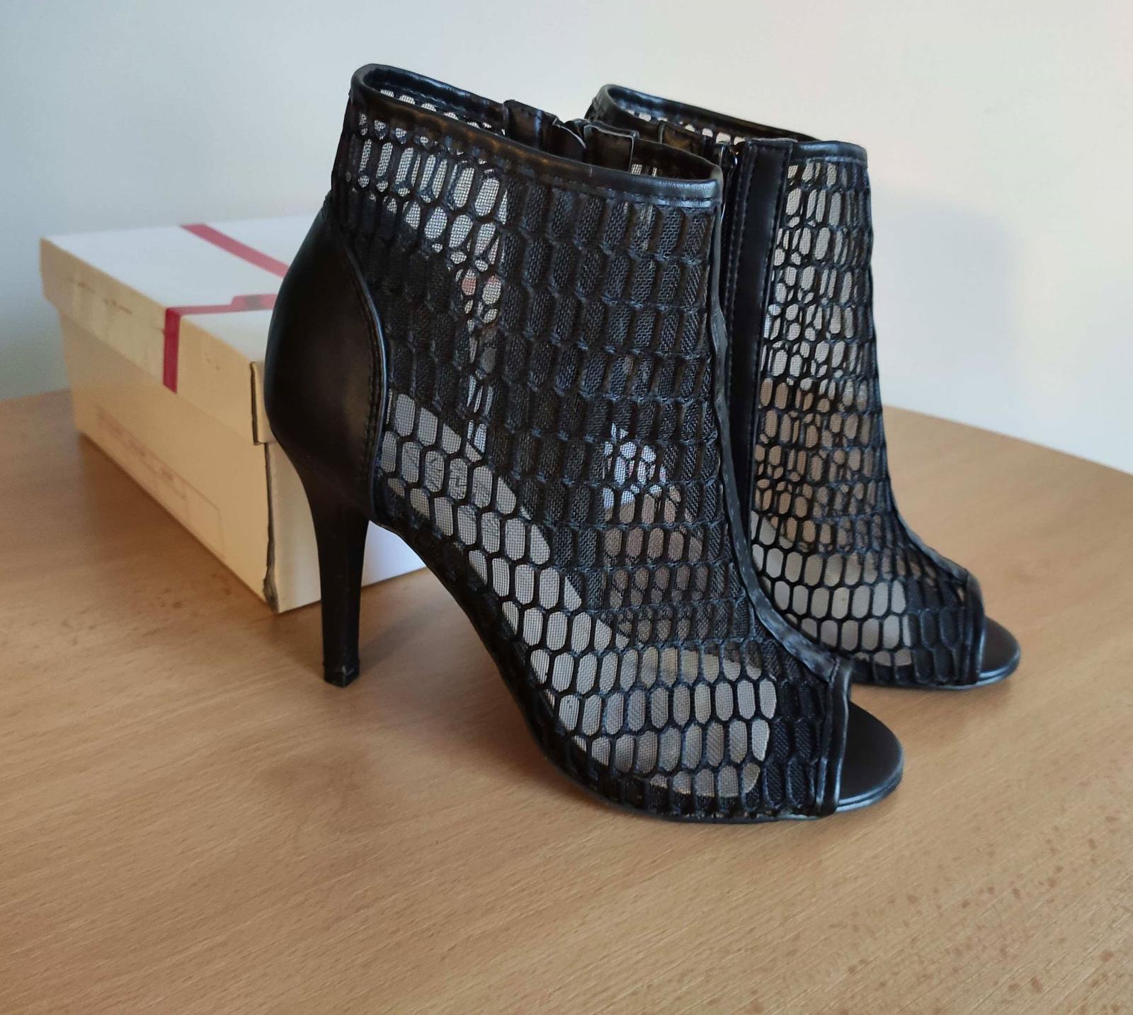Černé síťované boty na podpatku - Obrázek č. 3