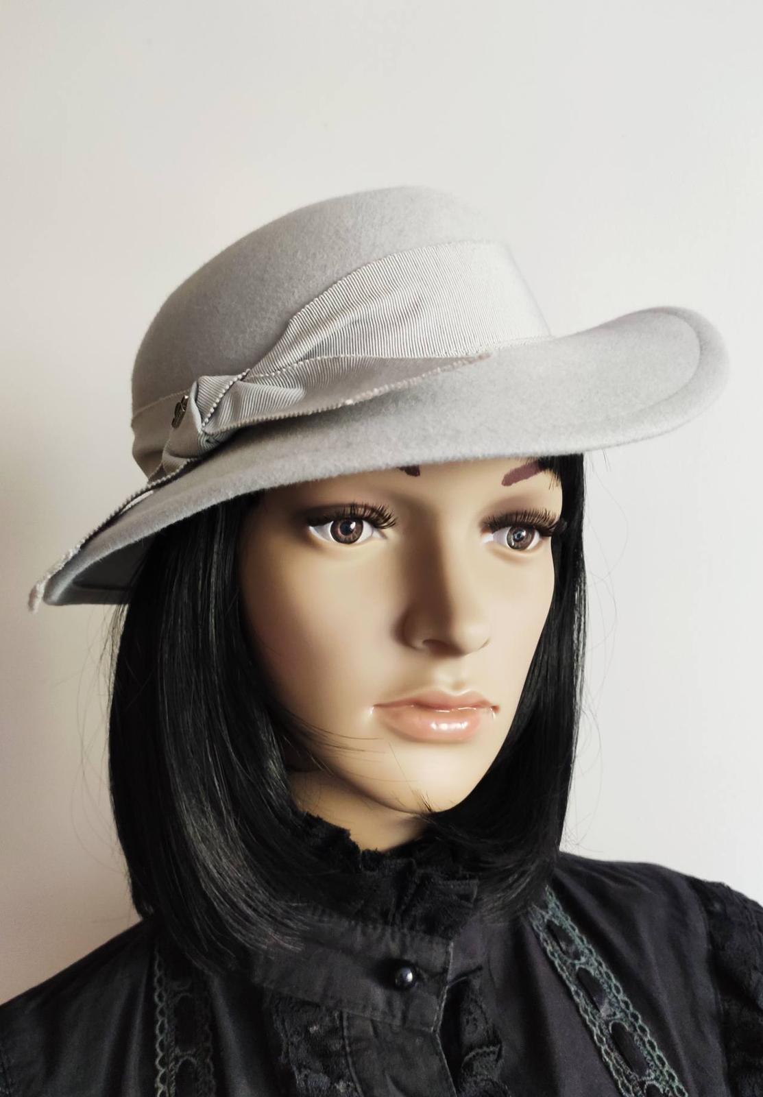 Dobový vintage slavnostní krémový klobouček HTB - Obrázek č. 1