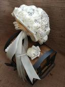 kytice pro nevěstu a korsáž pro ženicha,