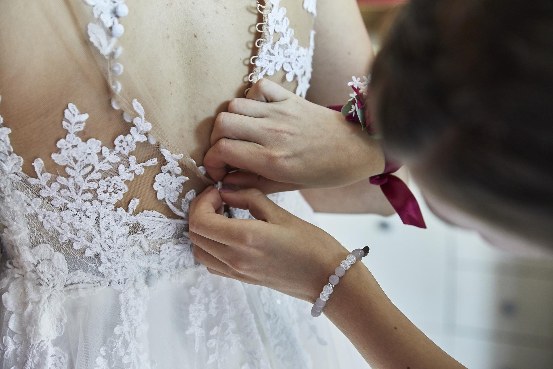 Naše slovácká svatba - Oblékání nevěsty