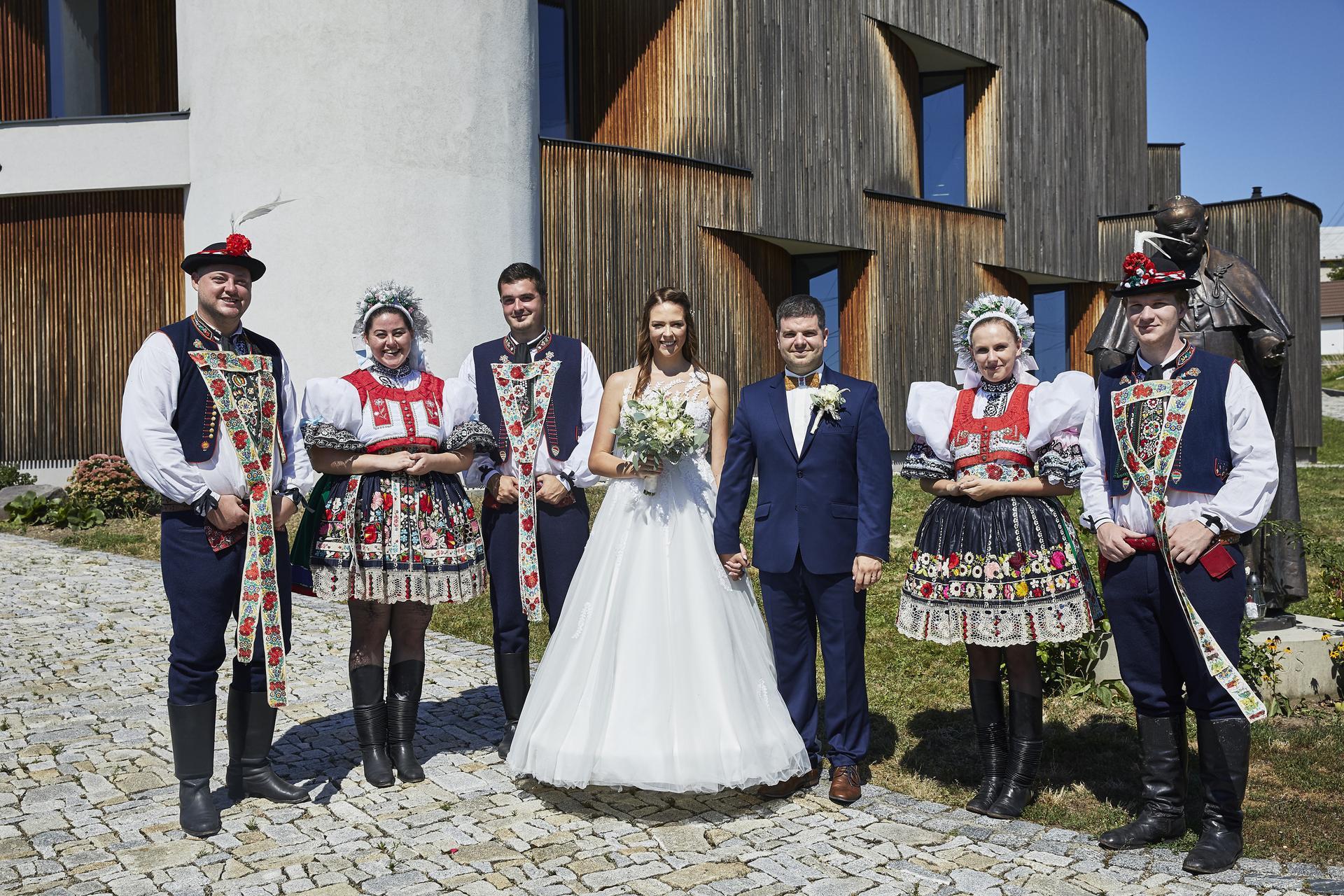 Naše slovácká svatba - S naší krojovanou bandou!