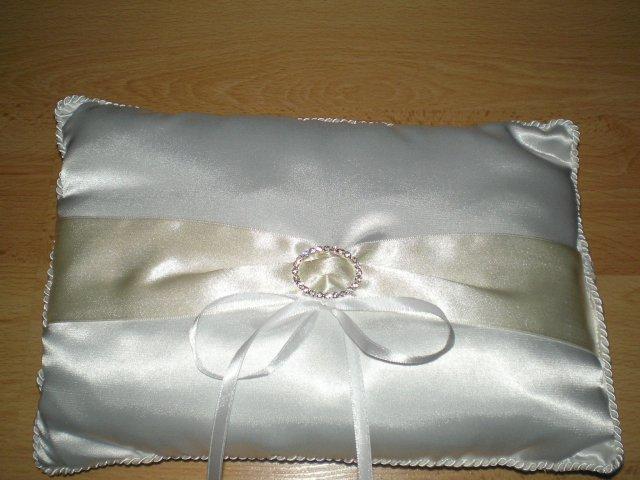 Priprava svadby - vankúšik na obrúčky