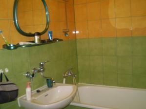 kupelka a wc uz boli vykachlickovane ale je to stale len umakart, ale lepsie ako nic :) pri prerabke bude vsetko nove