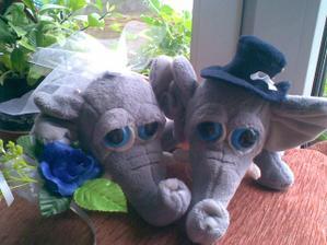Sloníky na autíčko jsme dostali pro štěstí od maminky.