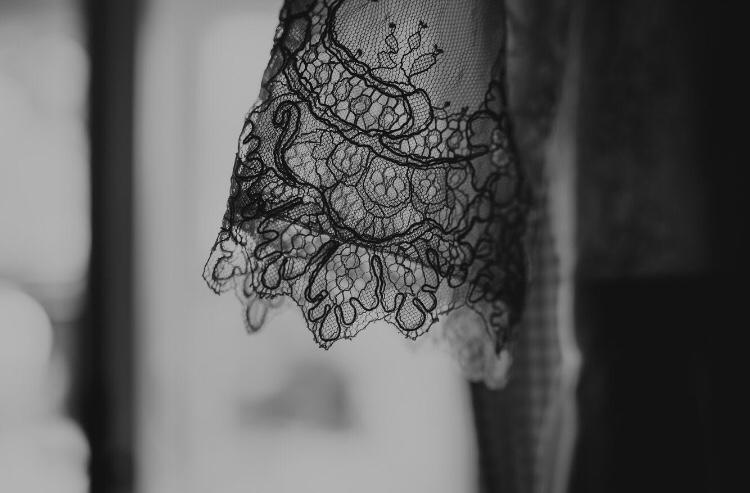 Krajkove svatebni saty s vleckou - Obrázek č. 1