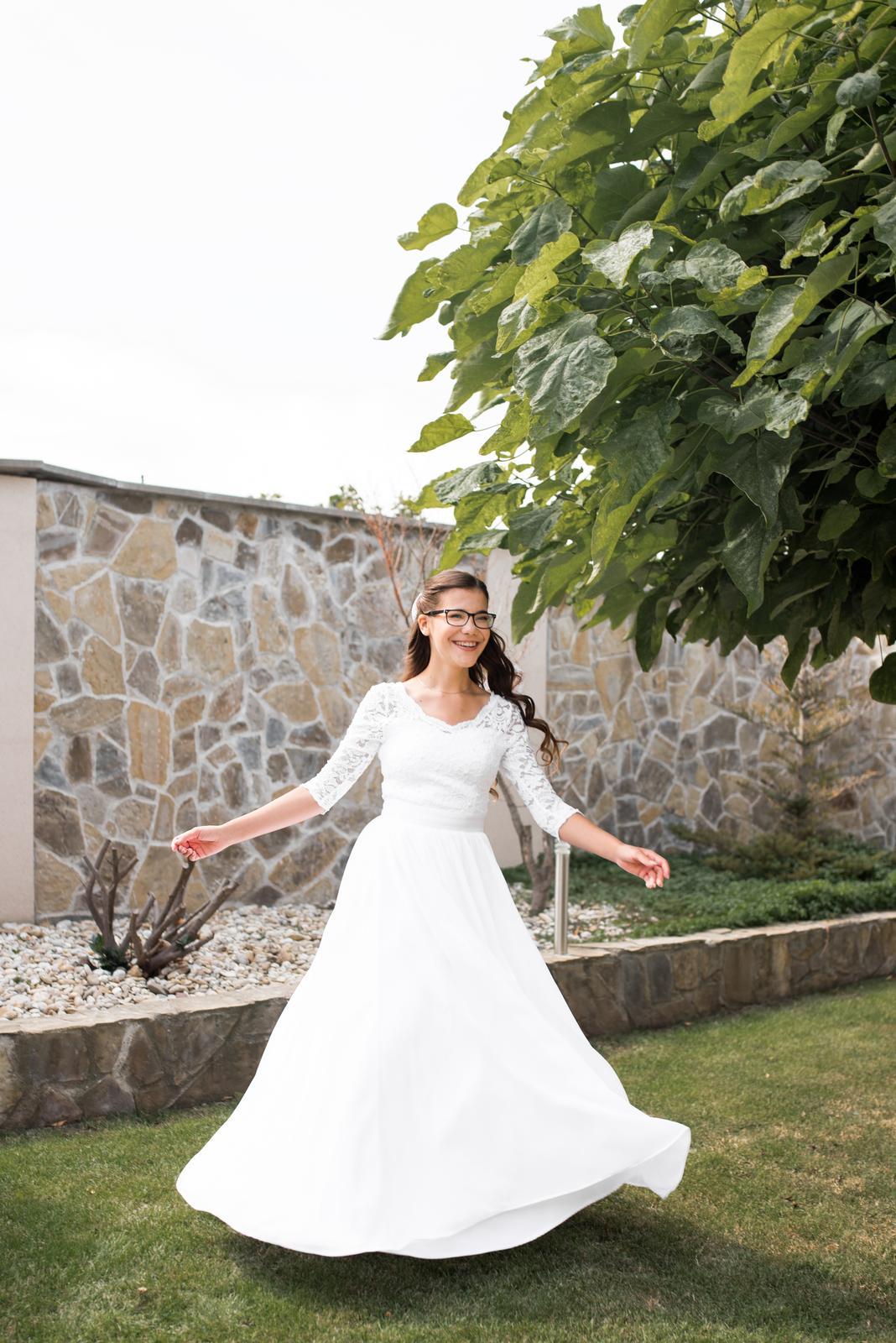 Snehovo-biele svadobné slow-fashion šaty s čipkou - Obrázok č. 1