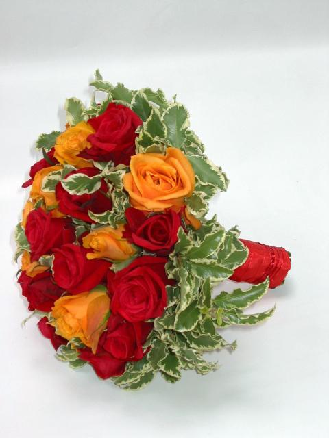 Marinka - Půjčila jsem si od Vajli - růže budou oranžové a červené, ale místo zeleného budou malé chryzantémky