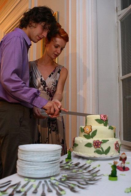 Adela{{_AND_}}Juraj - krájanie tortičky