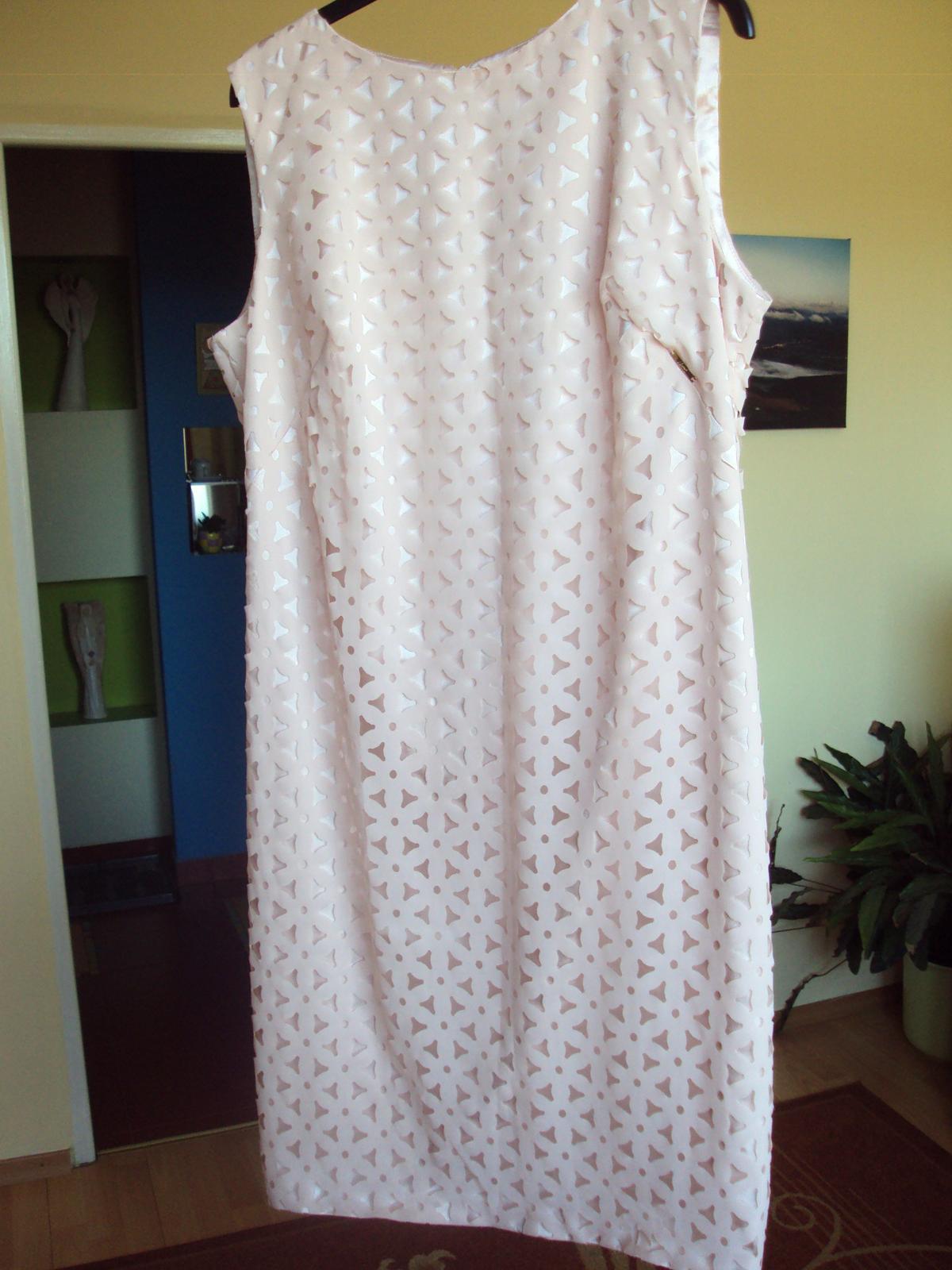 Zaujimave kvetované šaty - Obrázok č. 1