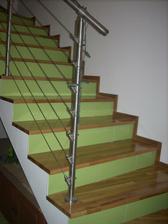 pekne po schodoch, veď sme na celom poschodí