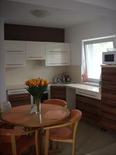 kuchyňa je spojená s obývačkou