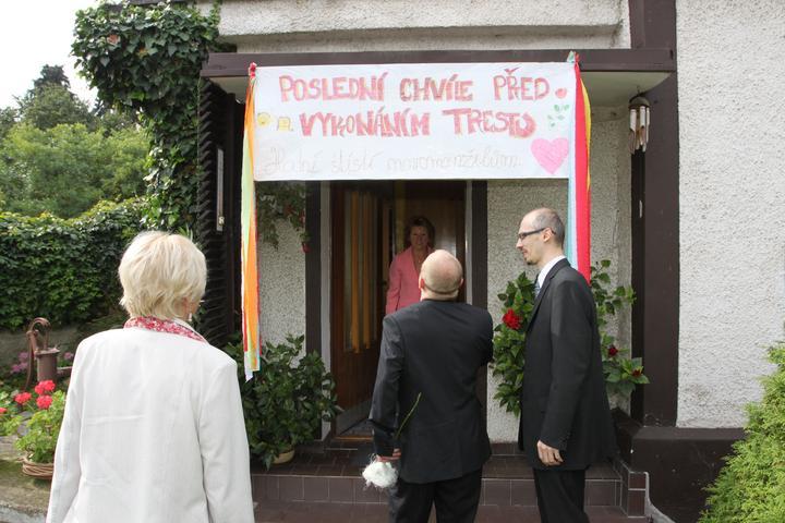 Kateřina{{_AND_}}Nikolas - Ženicha pobavila netradiční slavobrána... a to byl pouze začátek naší veselé svatby.....
