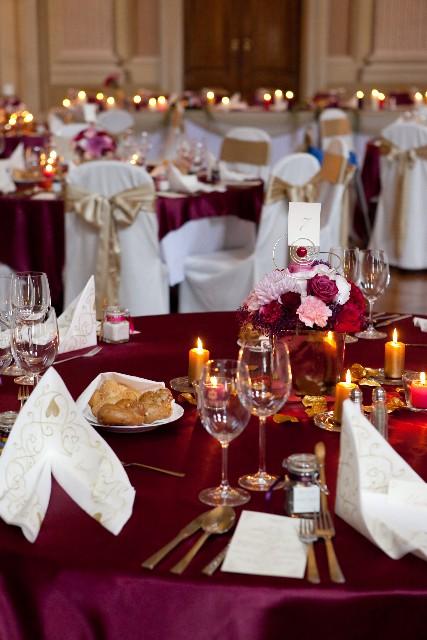 Easy Wedding - dekorační a květinový servis, půjčovna svatebních dekorací - saténové ubrusy