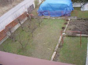 zahrada pred