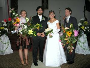 s kvetinkami a prvou družičkou
