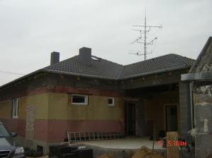 Nová strecha je takmer hotová