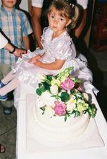 svatebni dort nesmi chybet, bratrancova dcera vypadala kouzelne