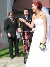Svadobný dar pre nevestu musel vyskúšať ženích
