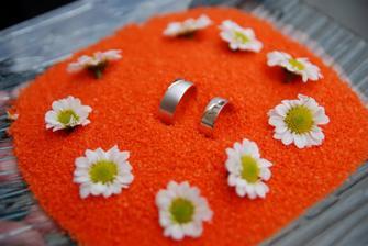 talířek s prstýnky