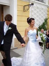 Tak to jsme my dva už po obřadu - při výstupu z kaple