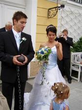 vůbec jsem nevěděla,k de hledat klíč.. byli na ženicha hodní, tak poradili (v chlebu)