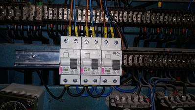 Doplnenie starej instalacie o nove zasuvkove obvody a svetelny obvod.