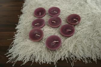 plovoucí svíčky-jen jsou víc fialové