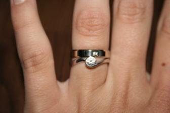 zásnubní prstýnek se snubním .)