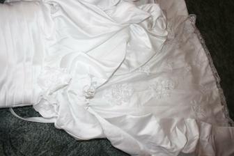 Prostě detajl :) ale jak rikam,necham si na sukni nasit vice vysivek,je to takove chude :(