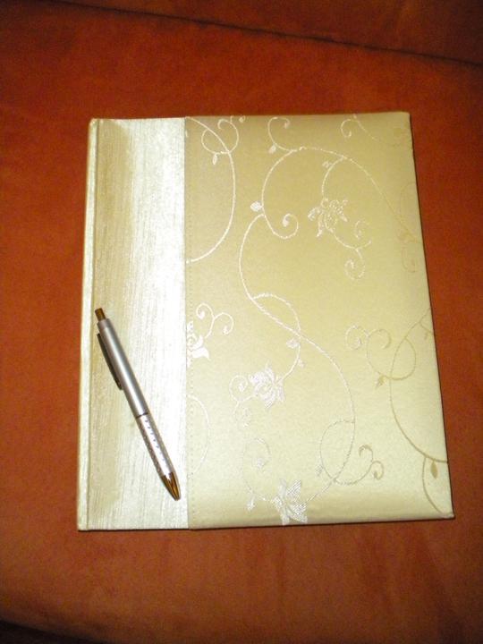 Pripravy na svadbu - čo sa mi paci - uz je doma, svadobna kniha aj s perom