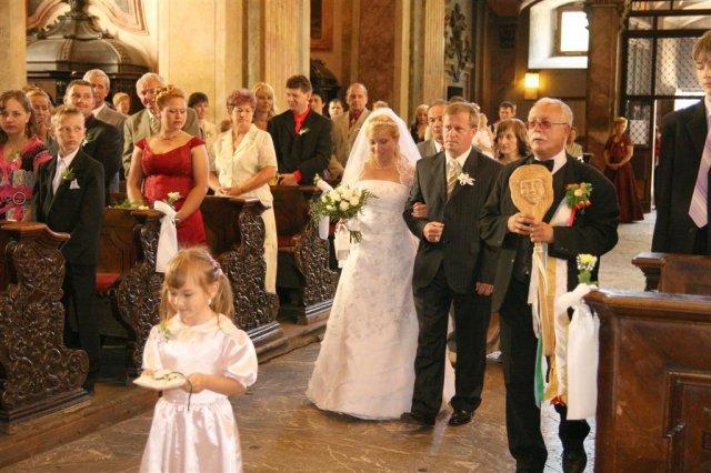 Katka{{_AND_}}Andrej - príchod do kostola  s Táničkou