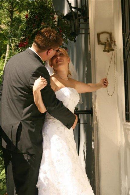 Katka{{_AND_}}Andrej - nezbedné zvonenie na cudzie dvere a potom zbabelý útek :)))