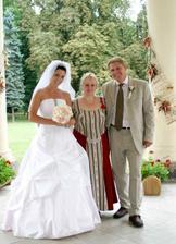 novomanželé Zelených s paní Fialovou :)